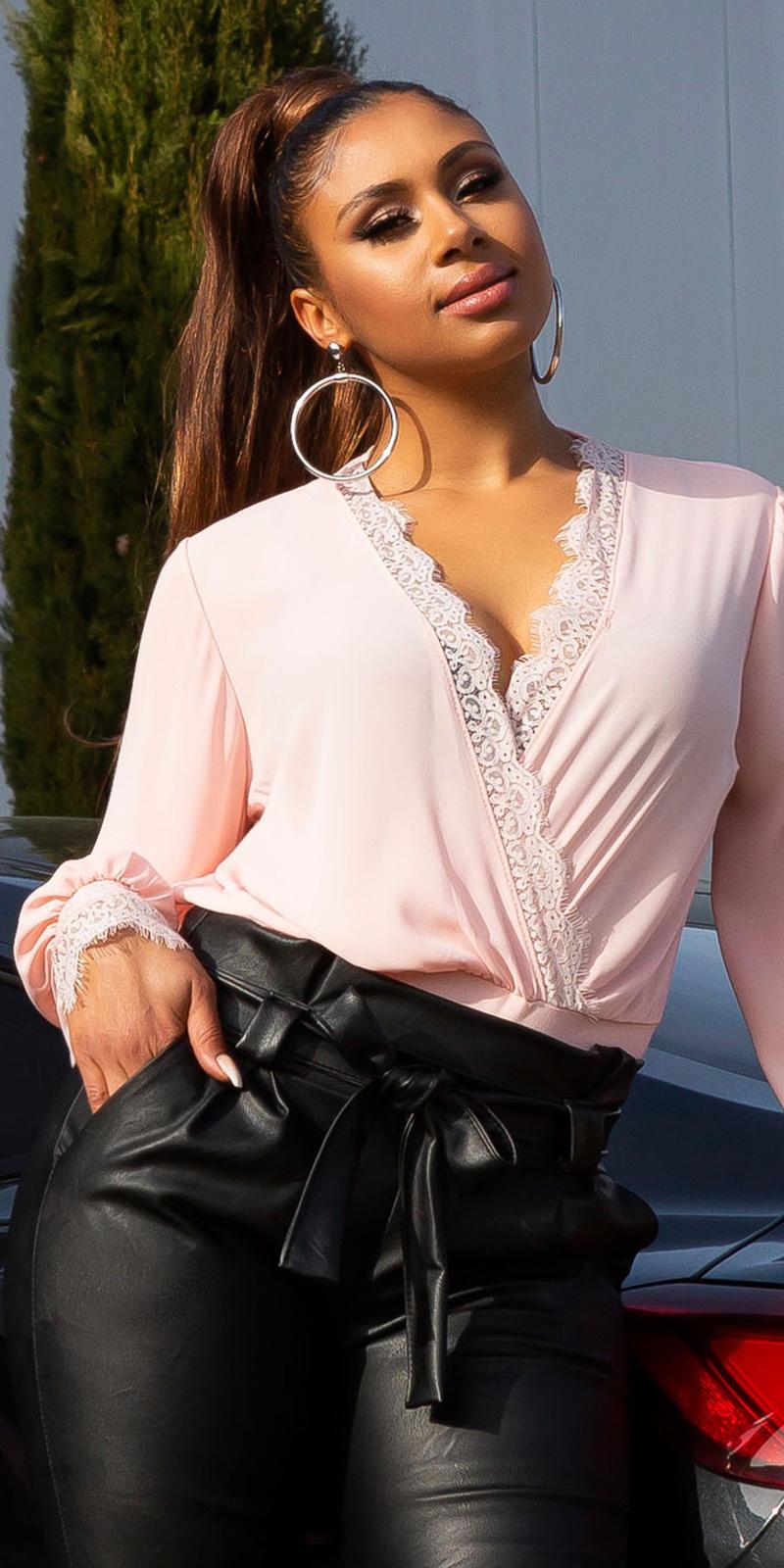 Sexy bodysuit met kant en deep v-halter roze