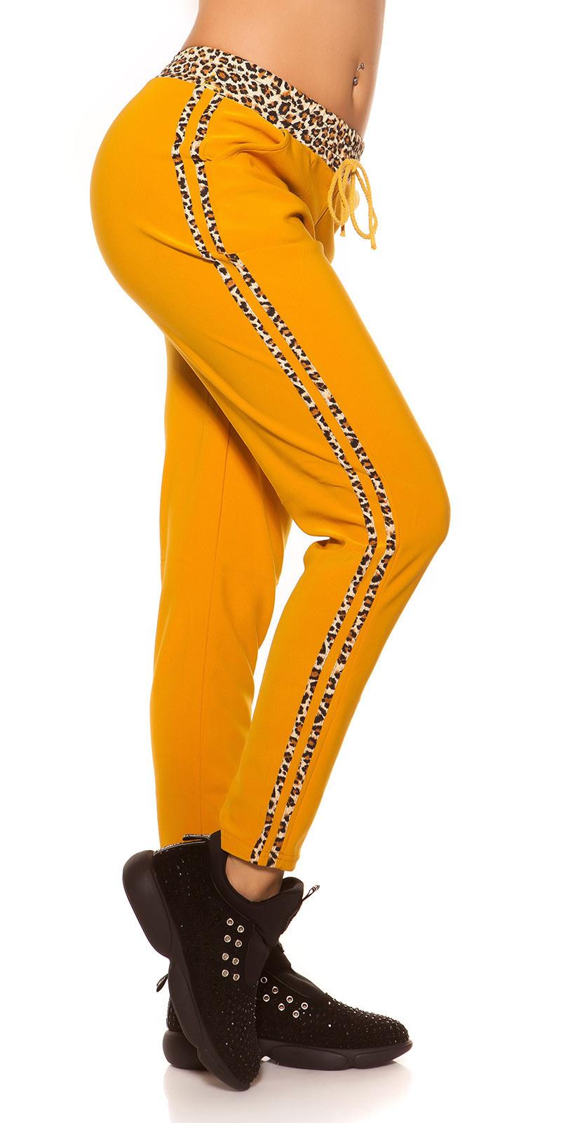 Trendy joggingbroek met luipaard strepen mosterdgeel