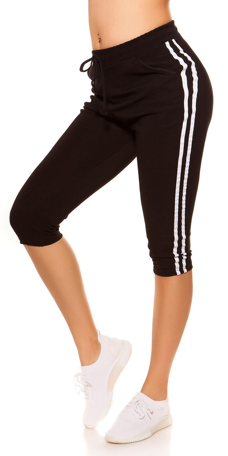 Trendy capri-driekwarts joggingbroek met contrast strepen zwart