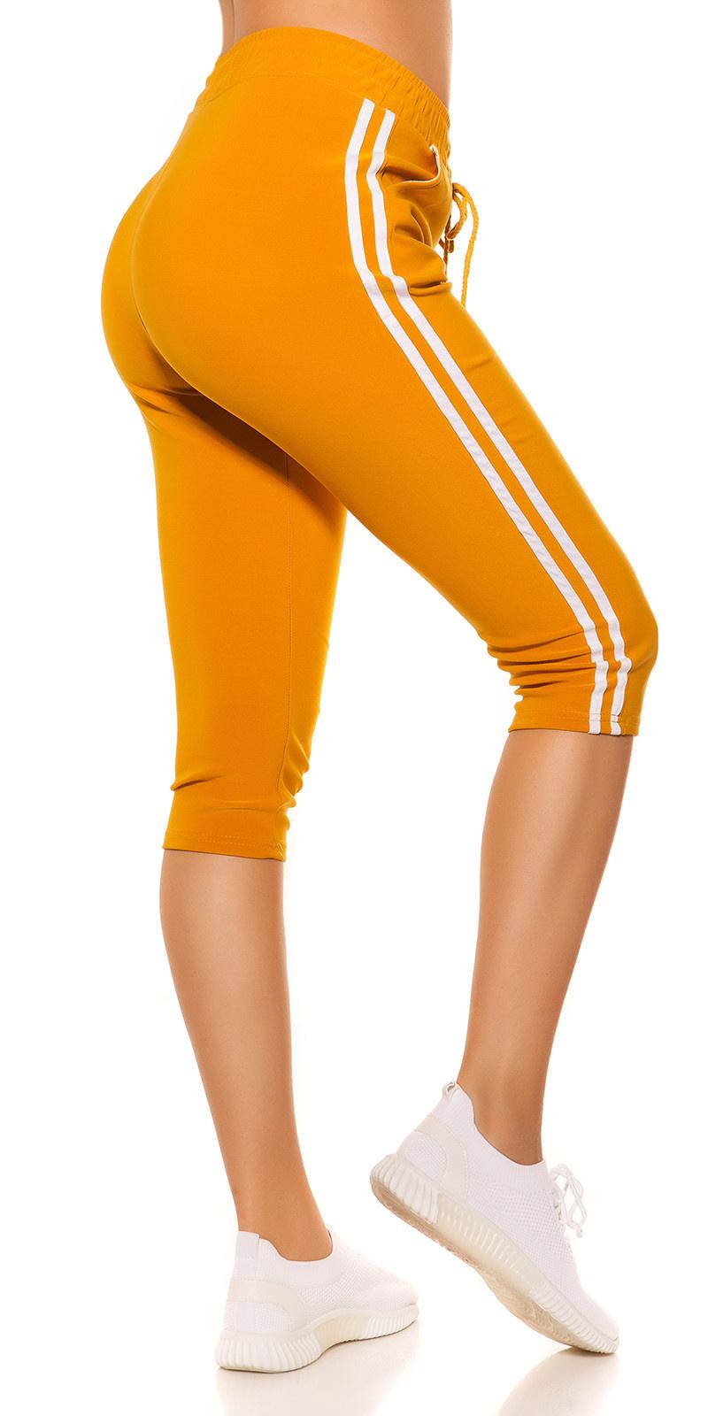 Trendy capri-driekwarts joggingbroek met contrast strepen mosterdgeel