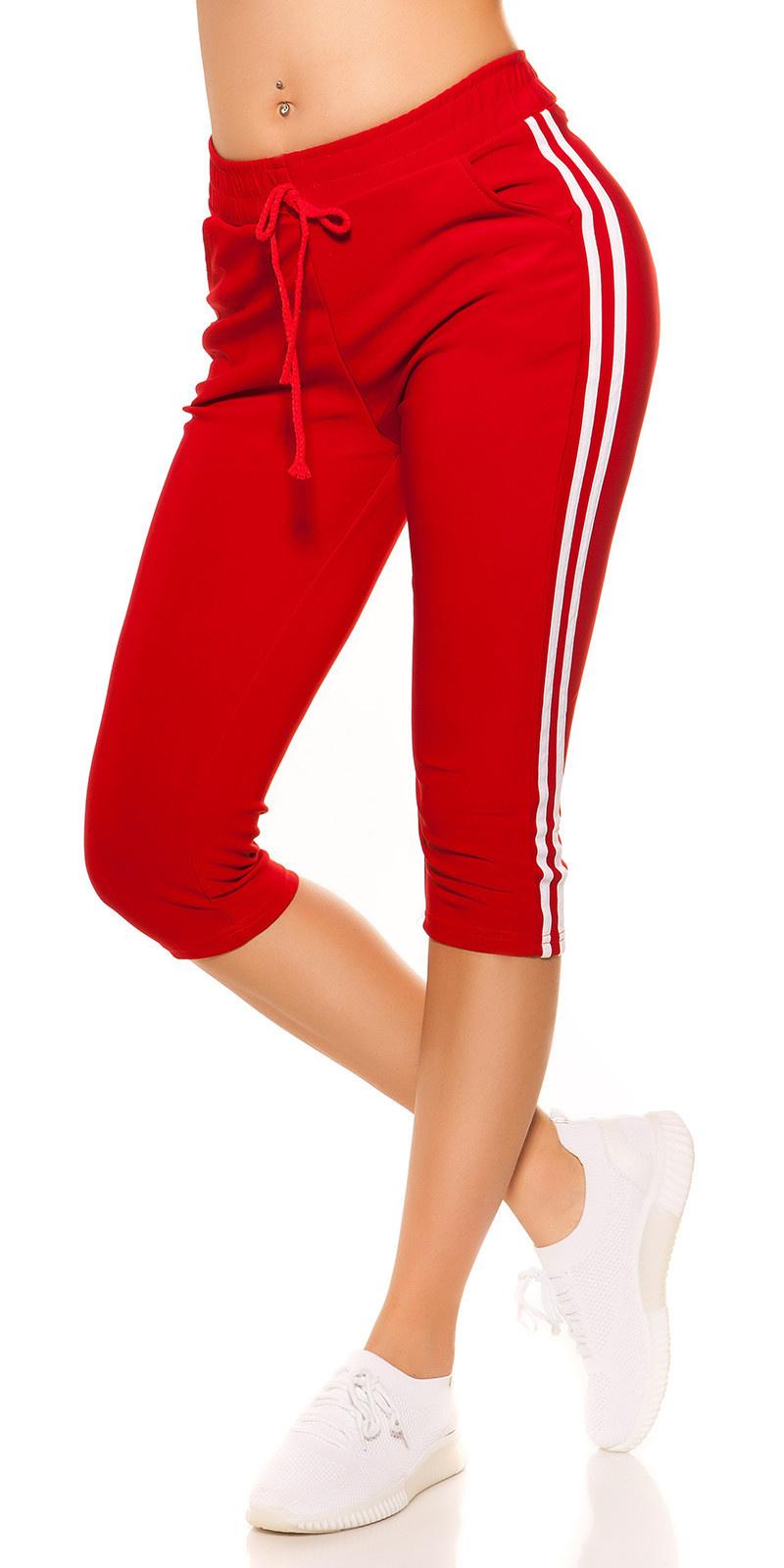 Trendy capri-driekwarts joggingbroek met contrast strepen rood
