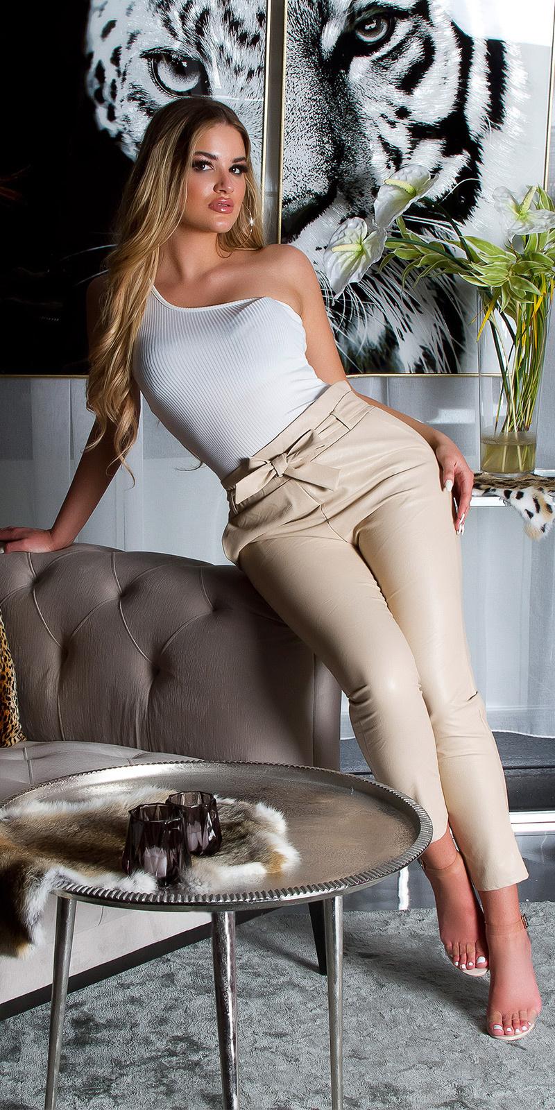 Sexy hoge taille lederlook broek met riem beige