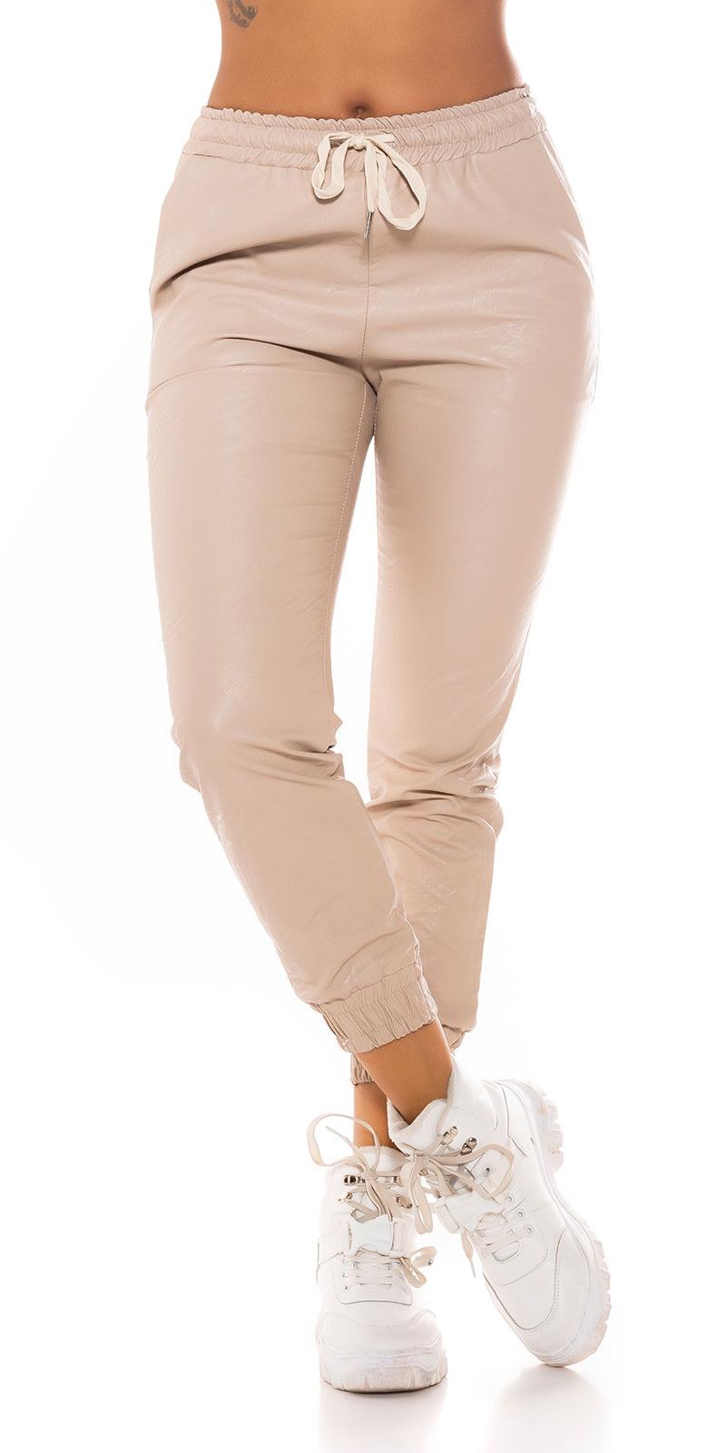 Trendy faux leder jogger style broek beige