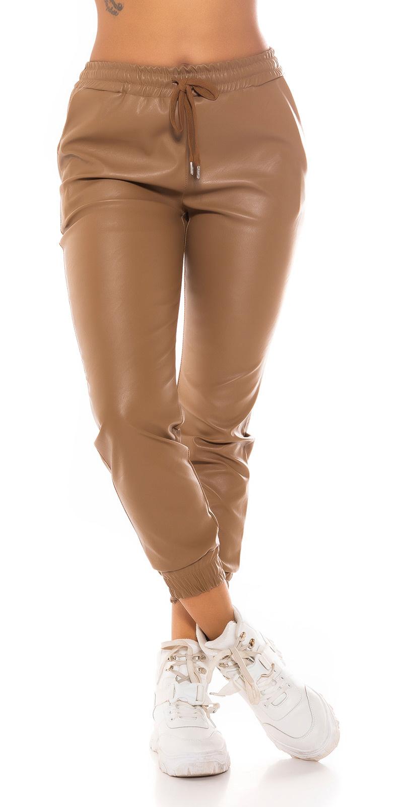 Trendy faux leder jogger style broek bruin