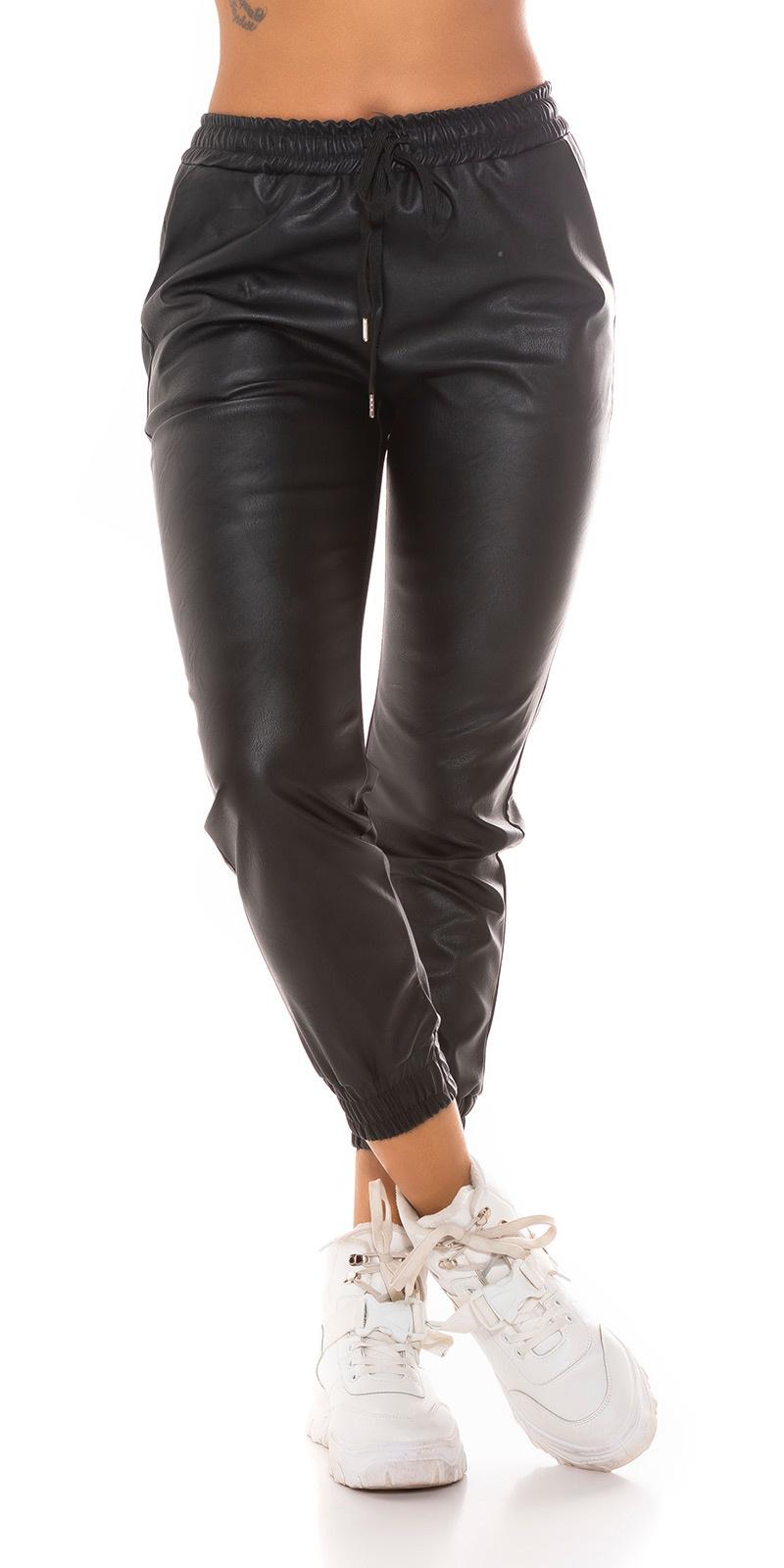 Trendy faux leder jogger style broek zwart