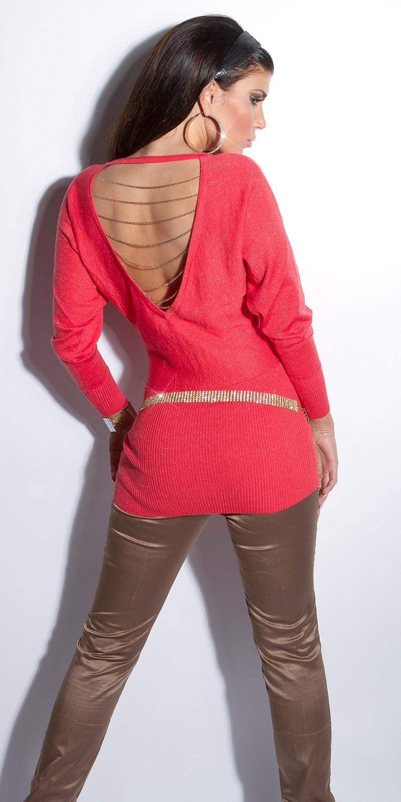 Sexy lange sweater-trui met open rug en kettingen koraal-kleurig