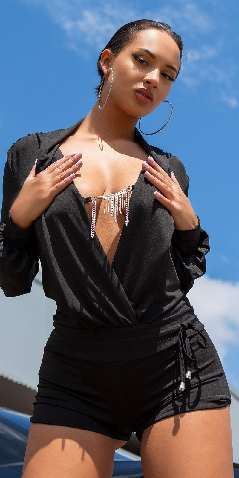 Sexy plunding v-halter jumpsuit met halsketting zwart