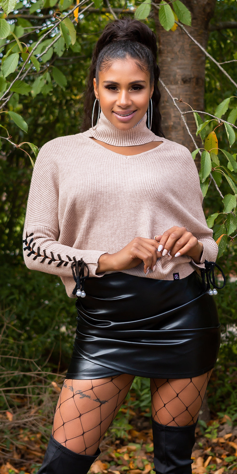 Trendy KouCla turtleneck jumper with cut out Cappuccino