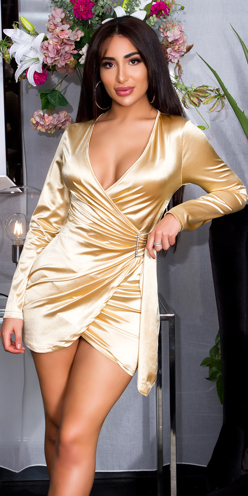 Sexy satijnen mini jurkje in wikkel-look goud