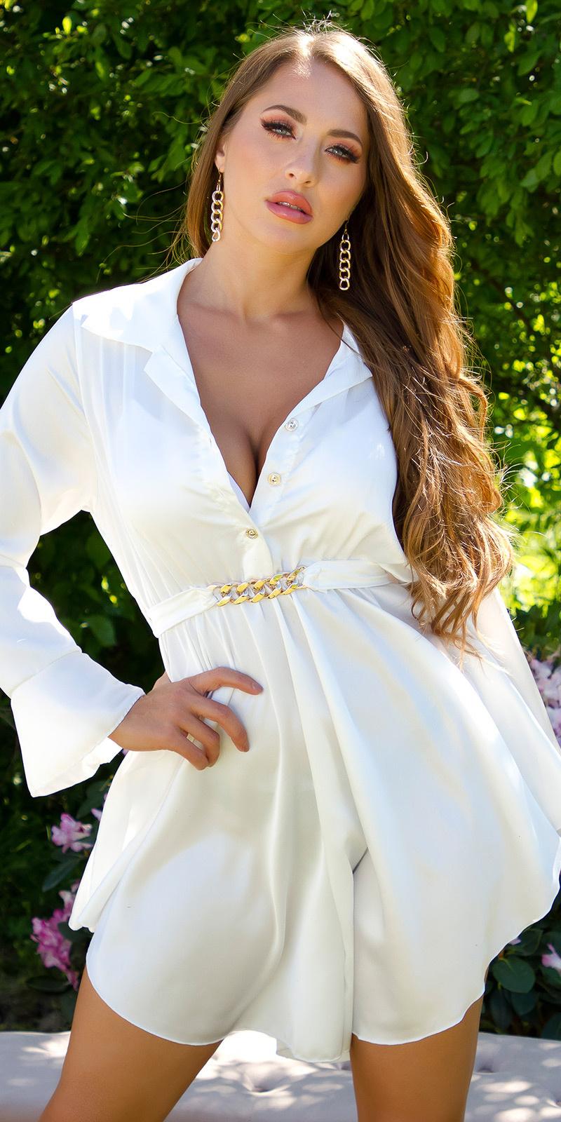Sexy elegante satijn jurk met decoratieve gesp wit