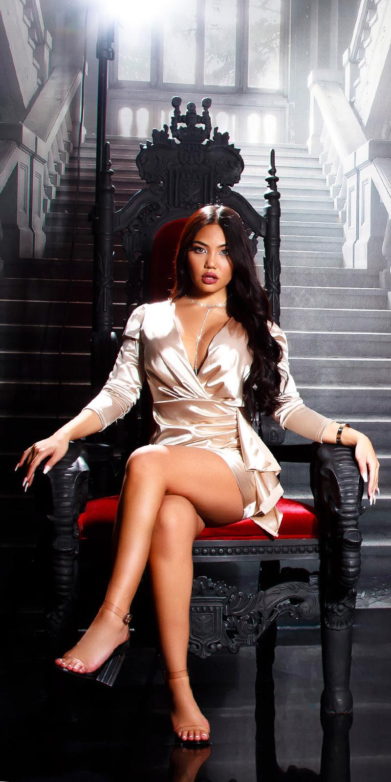Sexy satijn look volant jurk beige