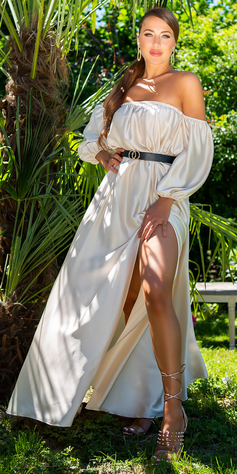 Sexy off-shoulder satijn look maxi jurk beige