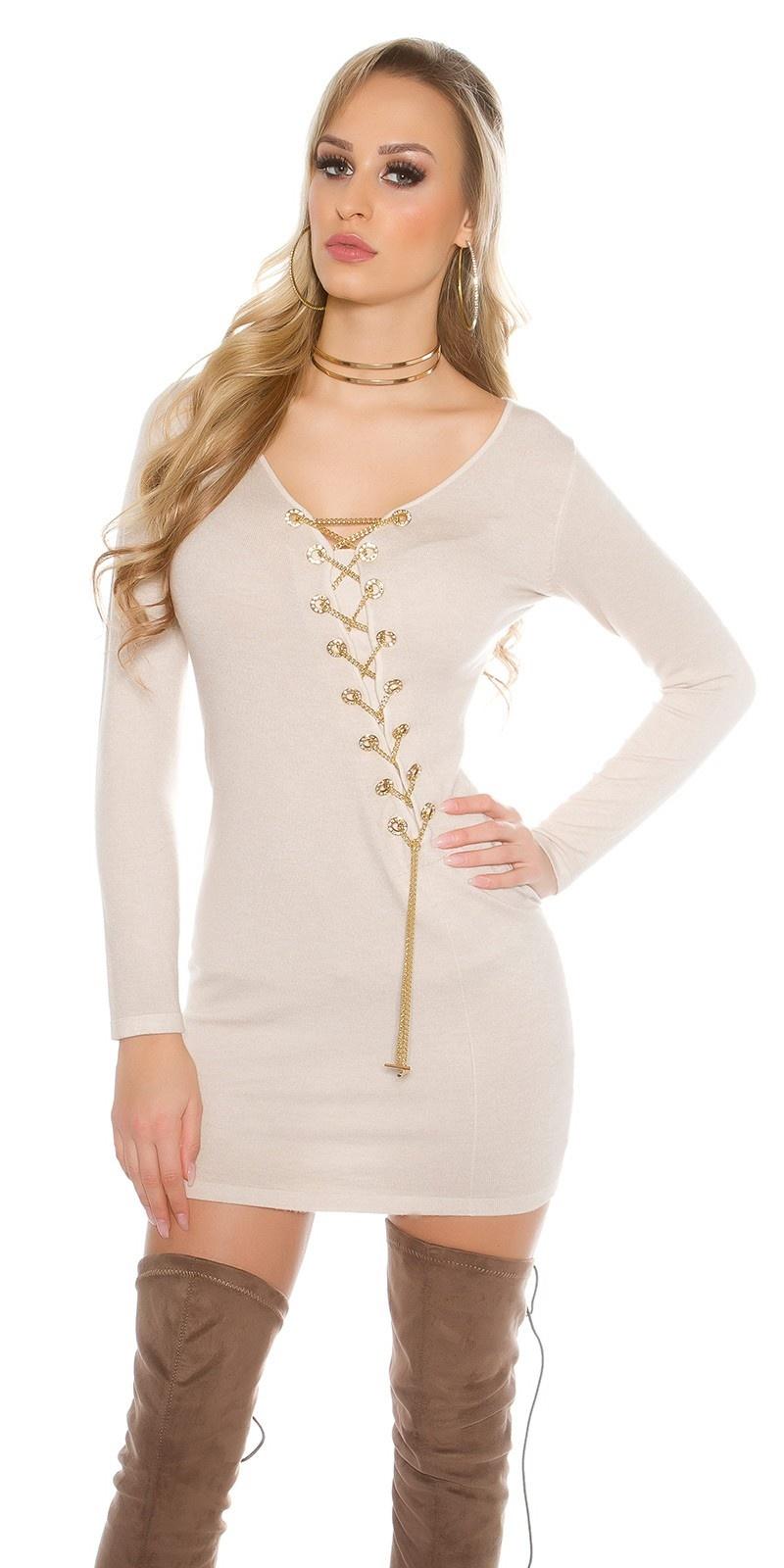 Gebreide jurk met decoratieve ketting beige