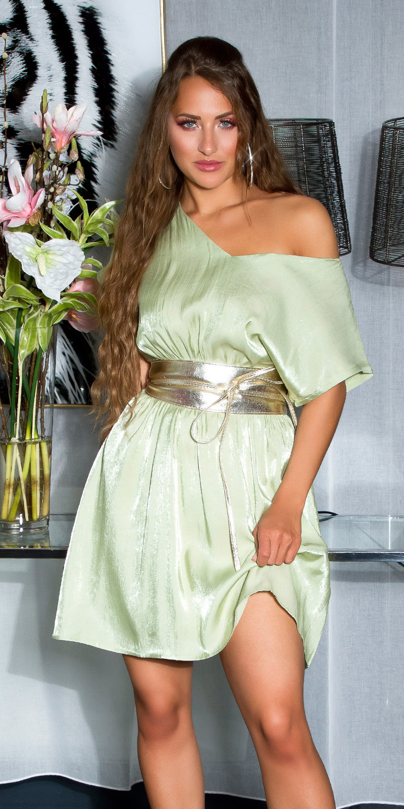 Shiny Minidress with sexy back details Green