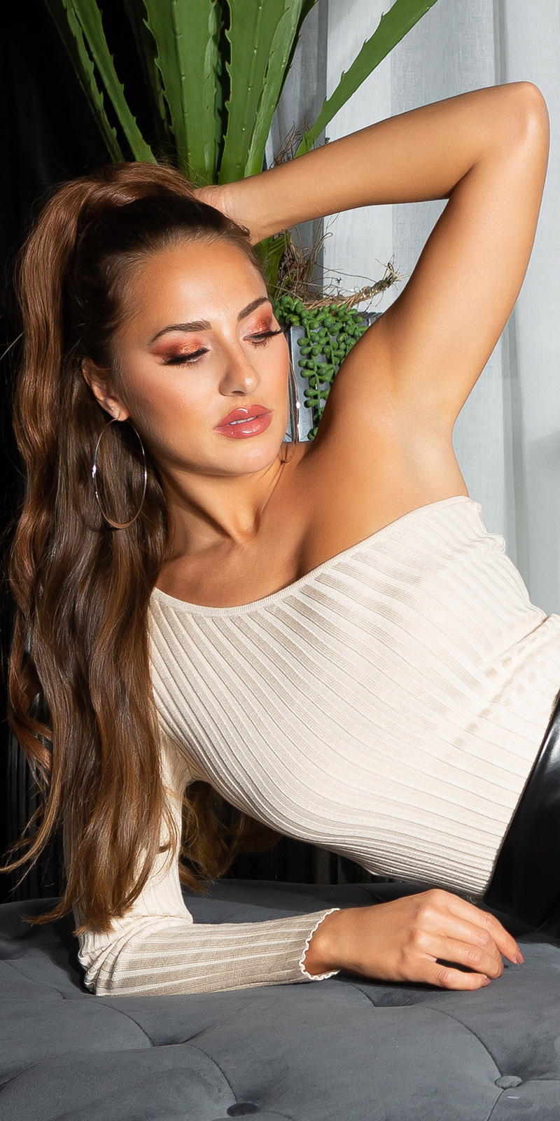Sexy geribbelde een-schouder sweater-trui beige