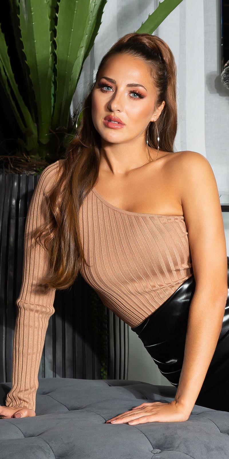 Sexy geribbelde een-schouder sweater-trui bruin