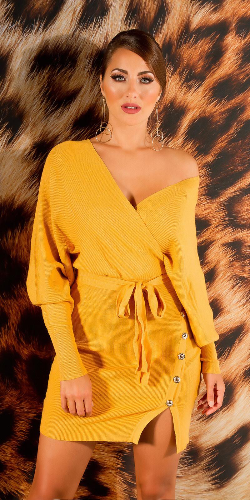 Elegante v-hals gebreide jurk met split mosterd