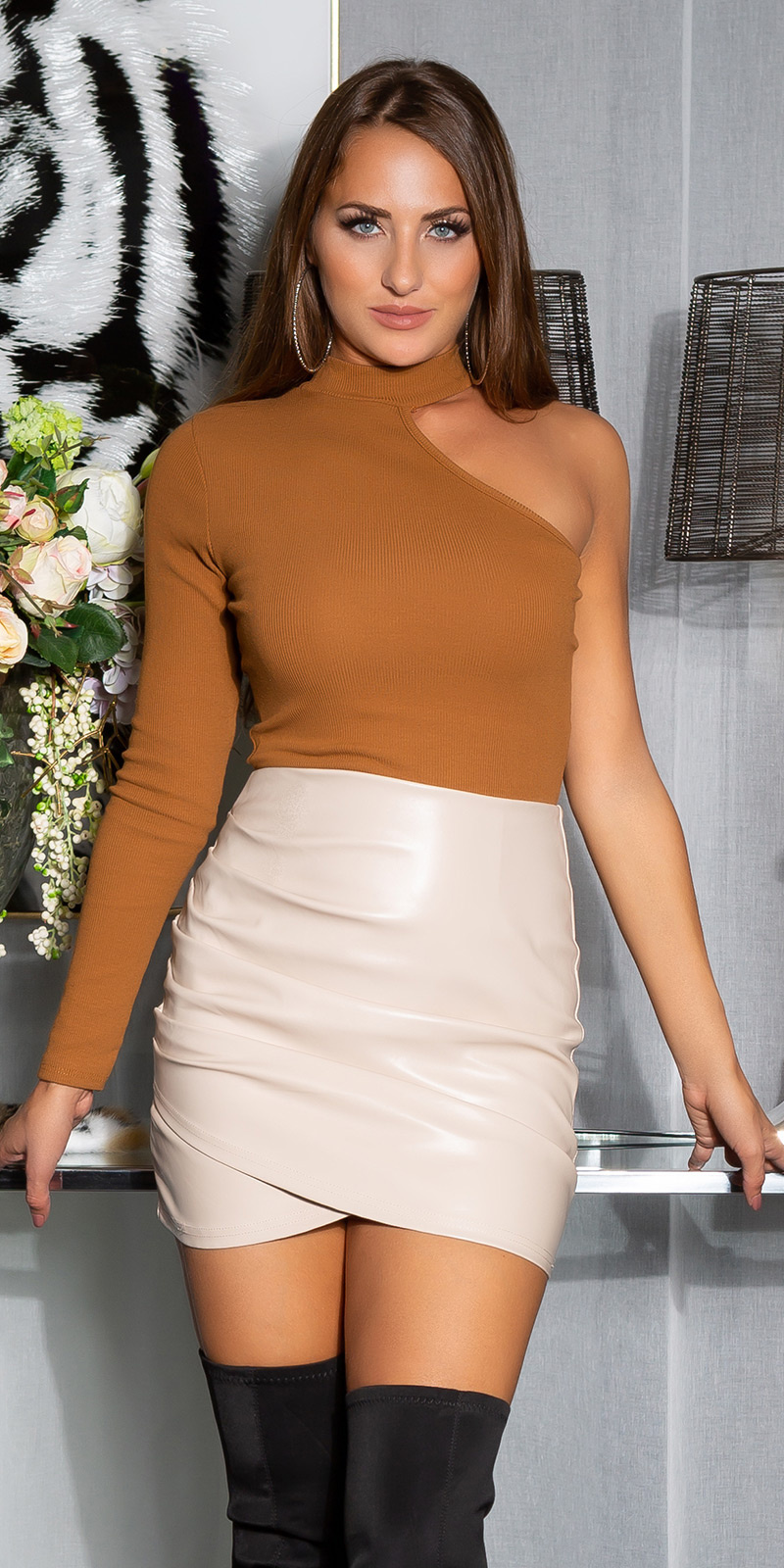 Sexy faux leder ruffled rok beige