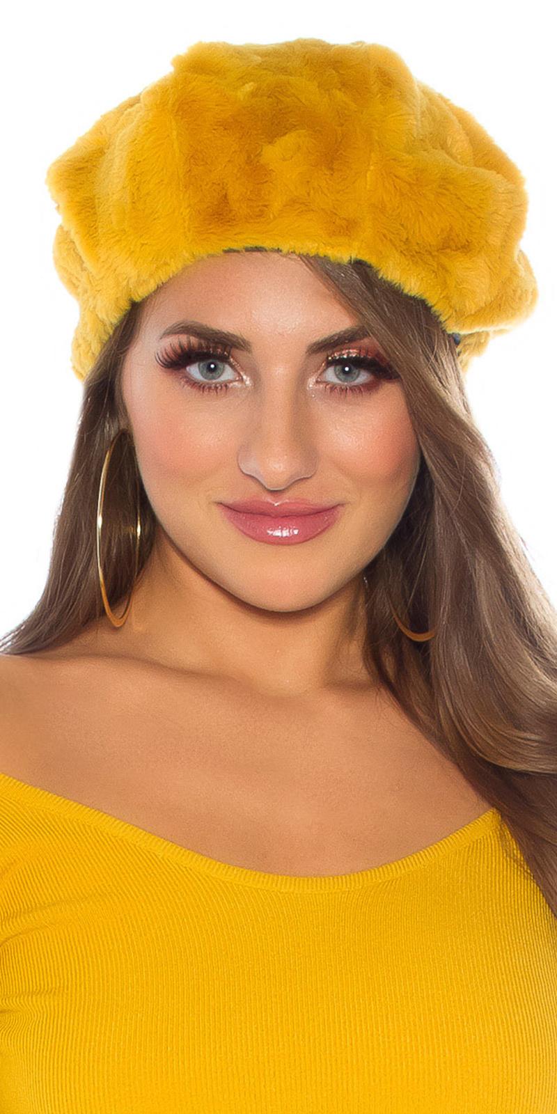 Trendy pluizige hat - beanie mosterdgeel