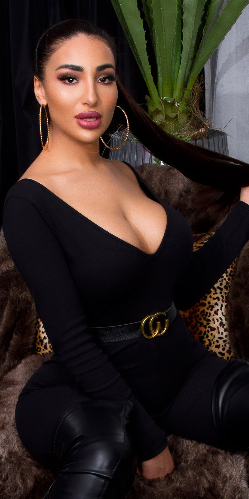 Sexy v-halter overall met riem zwart