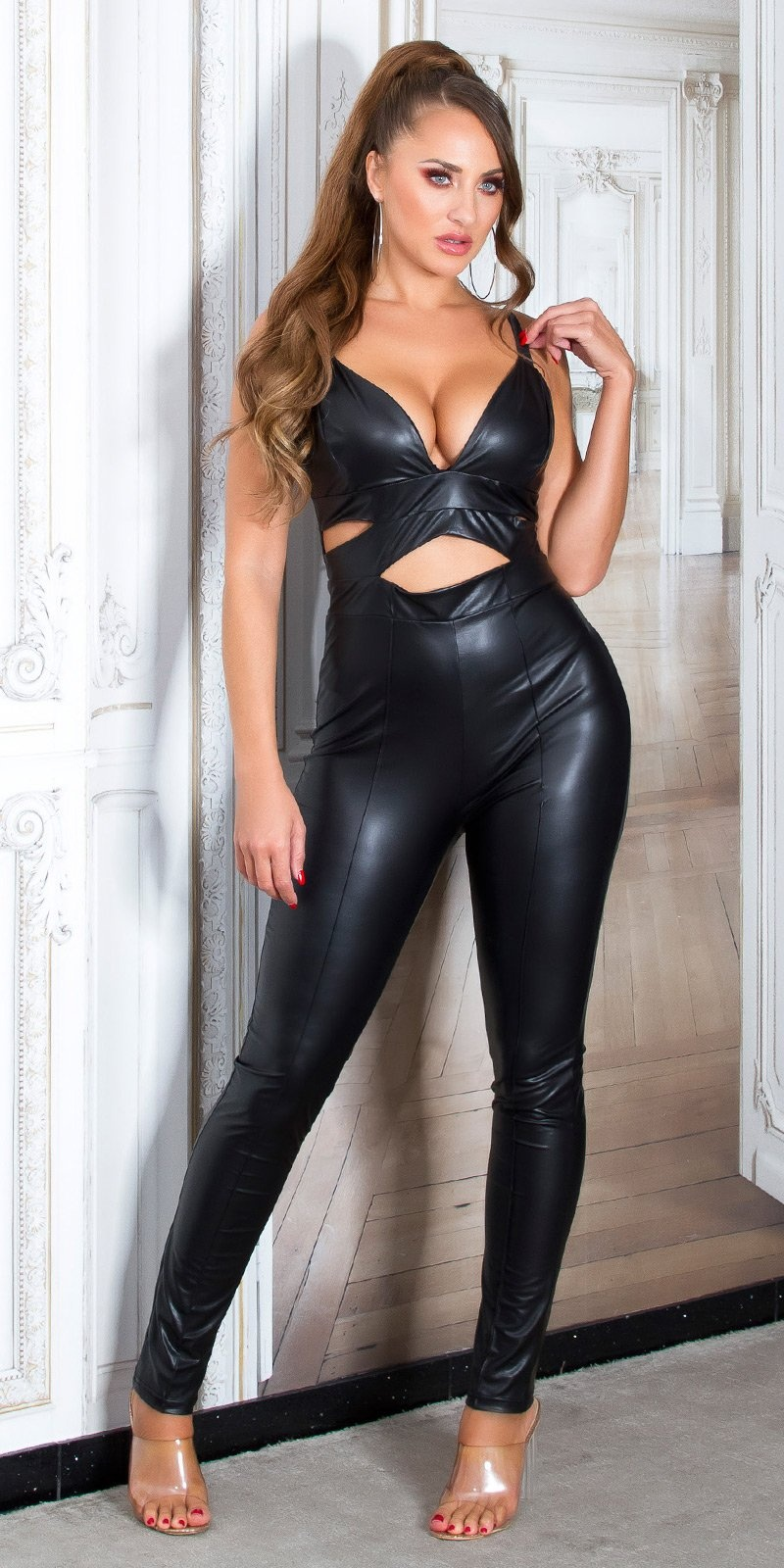 Sexy wetlook jumpsuit met cutouts zwart