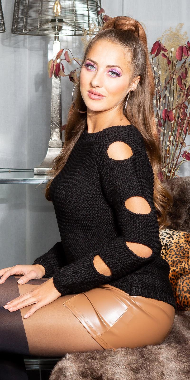 Trendy gebreide sweater-trui met openingen zwart