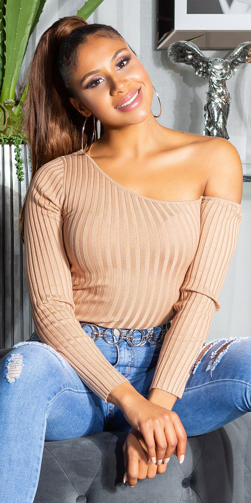Sexy een-schouder geribbelde sweater-trui bruin