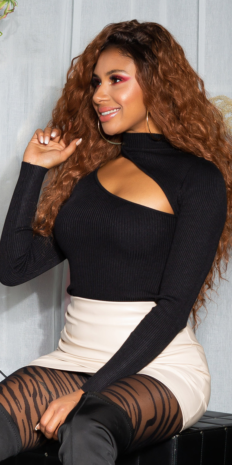 Sexy lang-mouw sweater-trui met sexy cut-out zwart