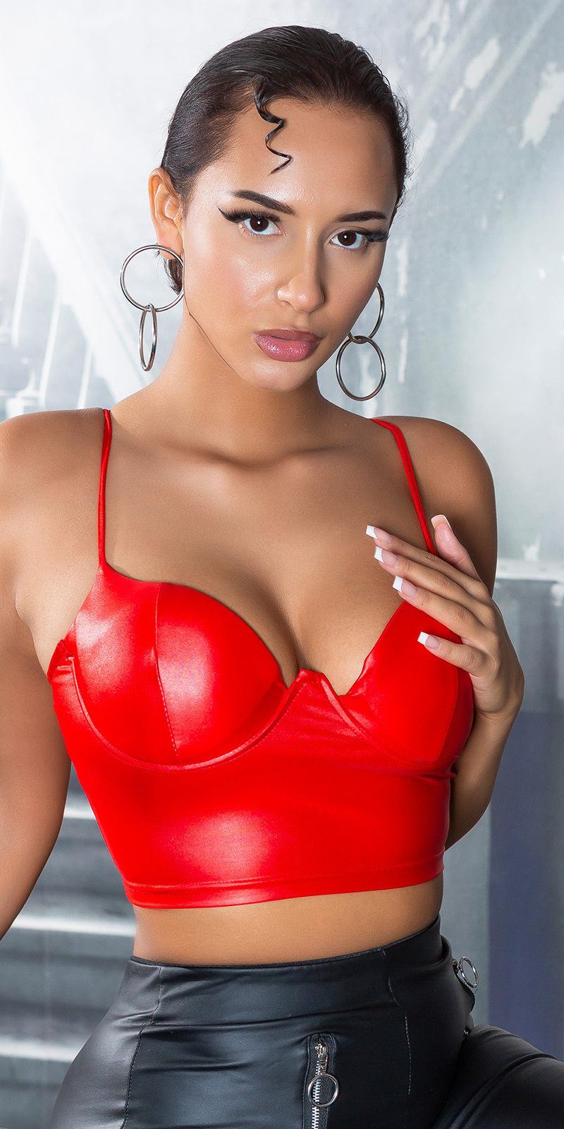 Sexy wetlook bustier / cropped top rood
