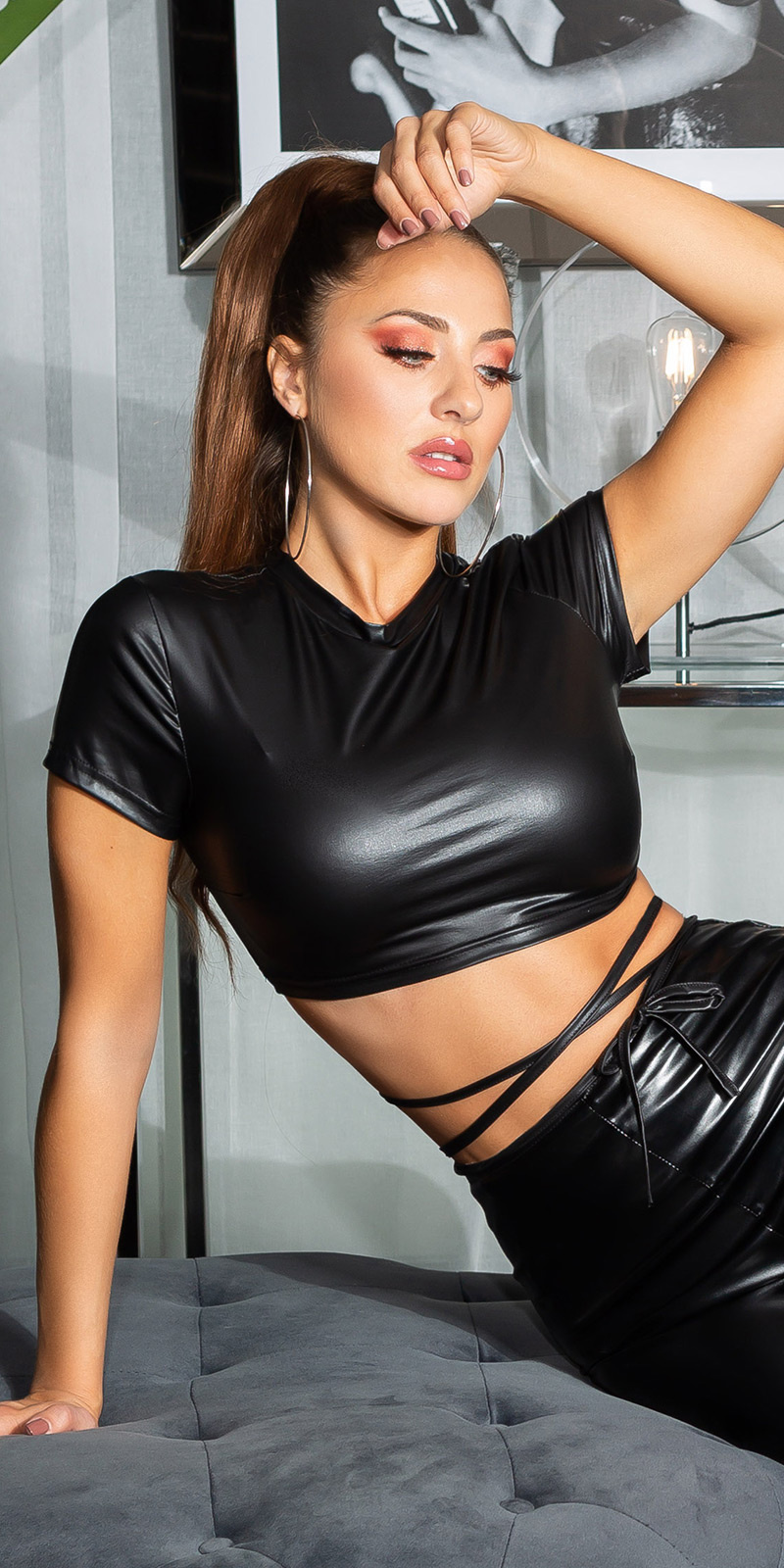 Sexy wetlook cropped top zwart