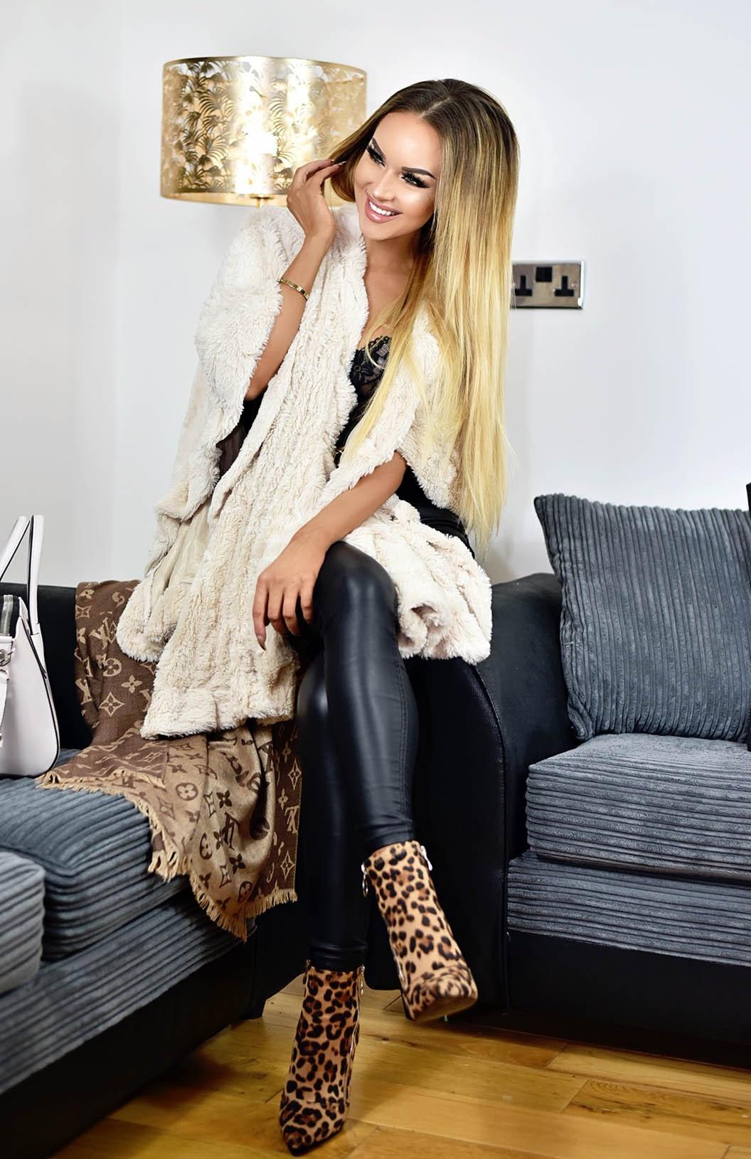 Lydia soft faux fur cape beige