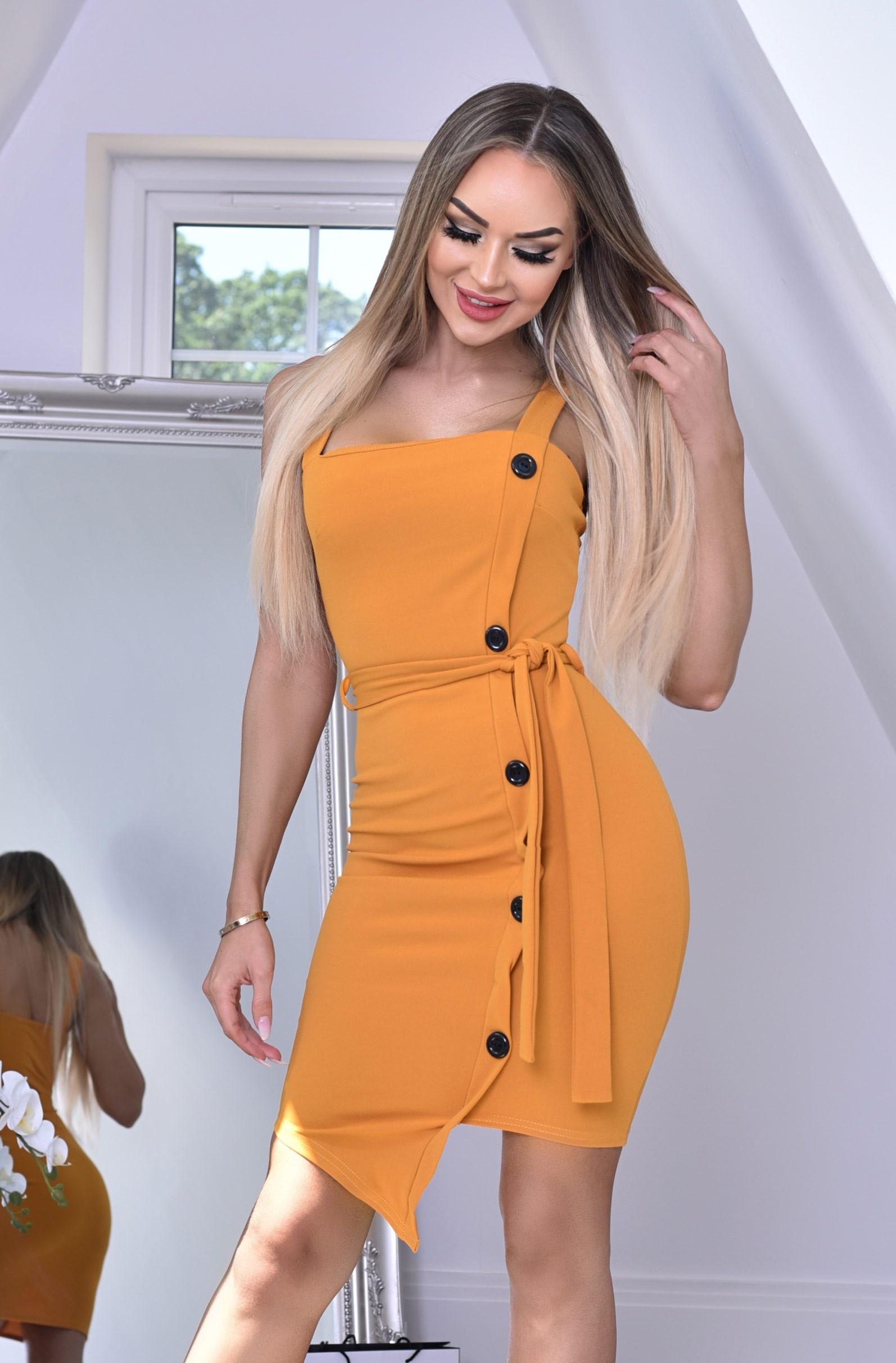 Sophia jurk met knoppen detail en riem mosterdgeel