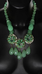 Trendy collier with pearls Green