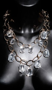 Trendy Statement-Piece with stones Goldwhite