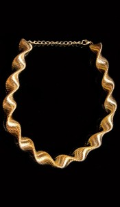Elegant spiral necklace Gold